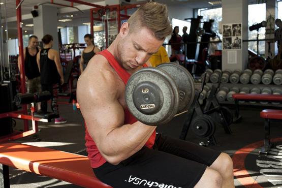 5 efektívnych cvikov na biceps